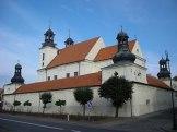 Późnobarokowy zespół klasztorny z kościołem Wniebowzięcia NMP w Kcyni