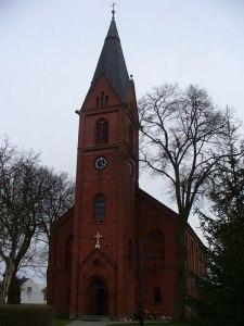 Wieża kościelna z zegarem (widok od strony ul. Wyzwolenia)