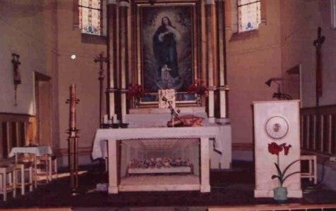 Ołtarz główny z lat 90